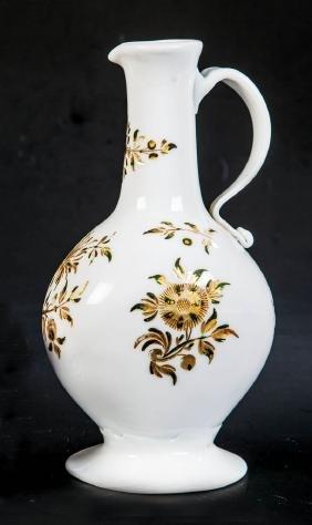 Enghalskanne aus Milchglas