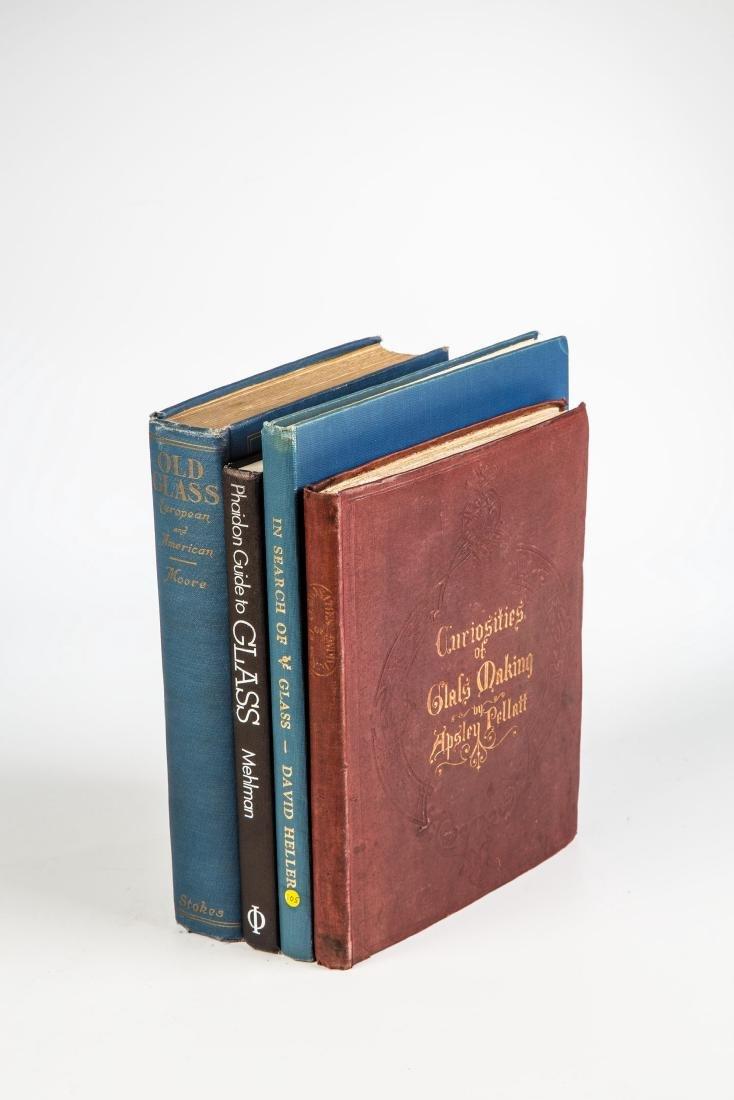 Vier Bücher über Glas