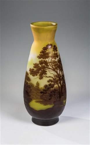 Große Vase mit Flusslandschaft