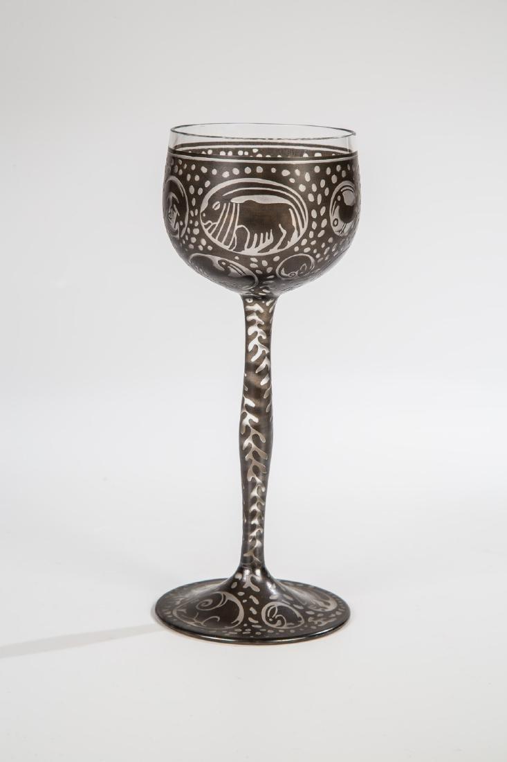 Seltenes Weinglas mit Bronzitdekor