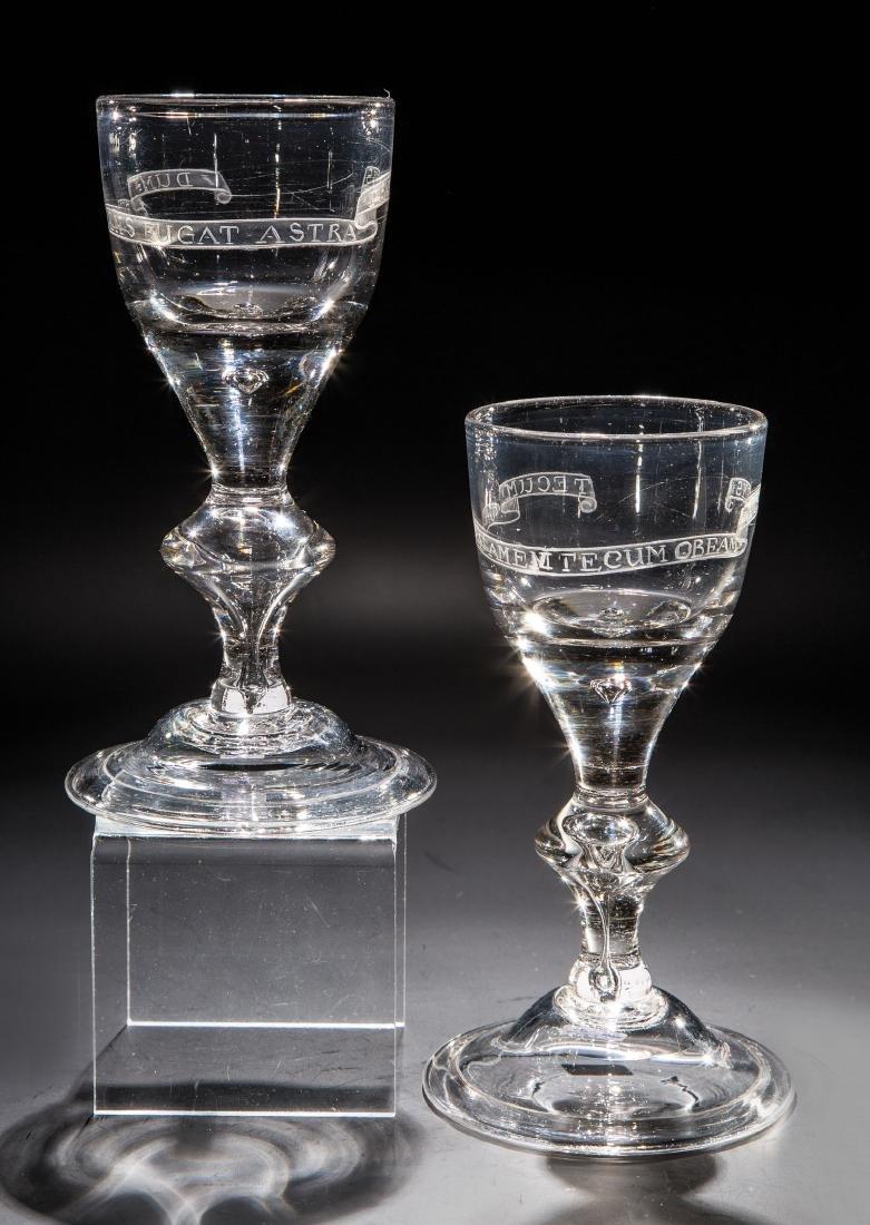 Paar Pokale mit Spruchbändern