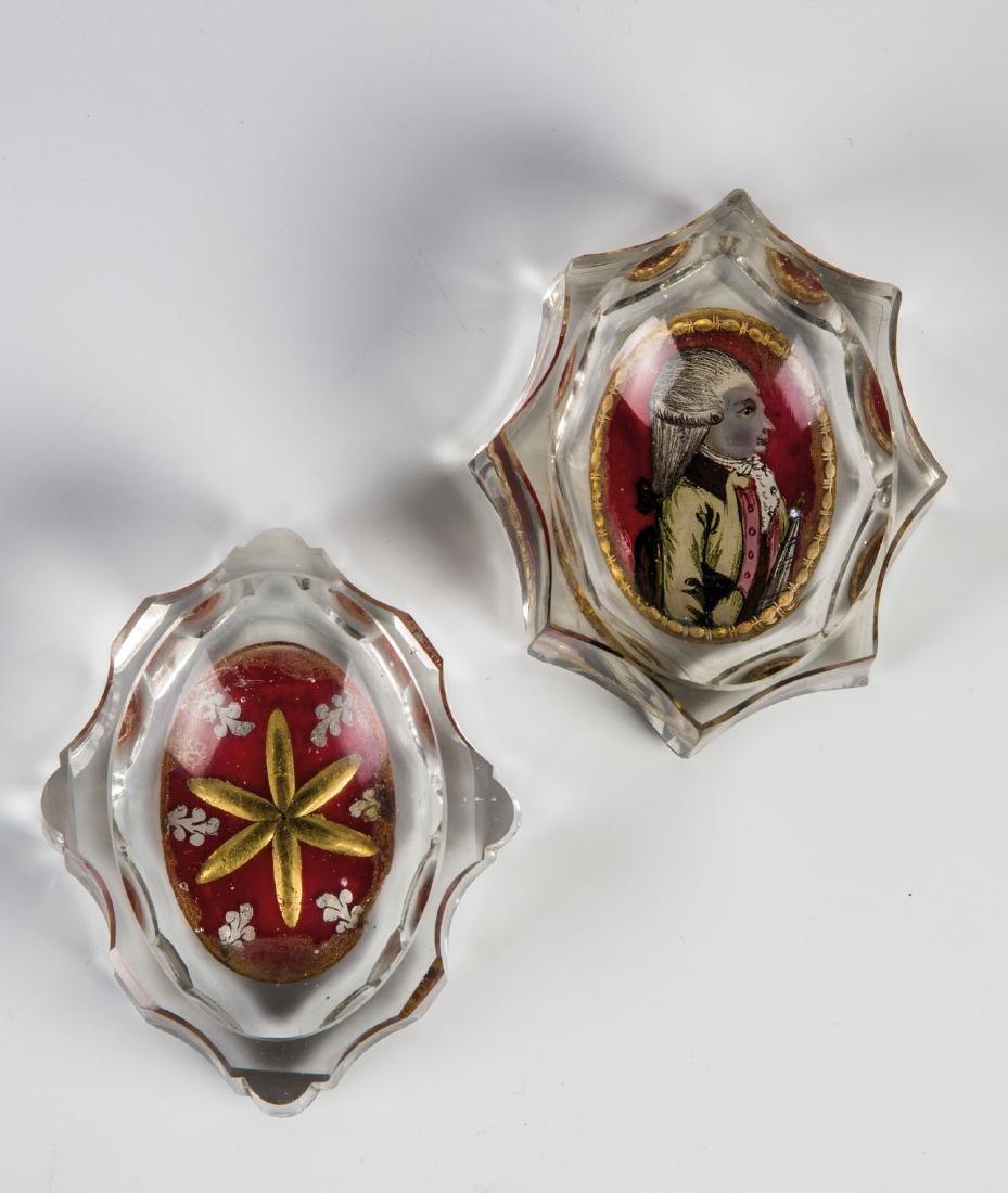 Zwei Salzgefäße mit Zwischengoldmedaillons