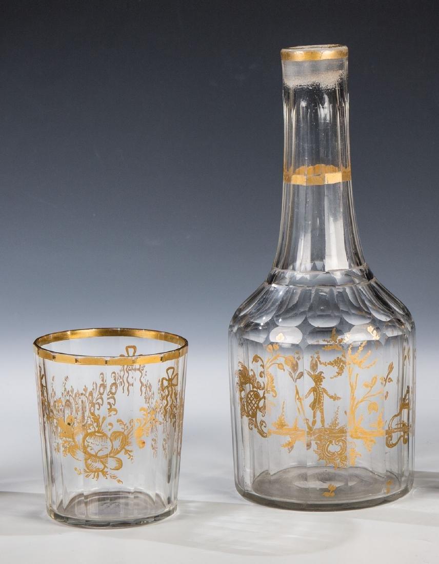 Flasche und Becher mit Goldmalerei