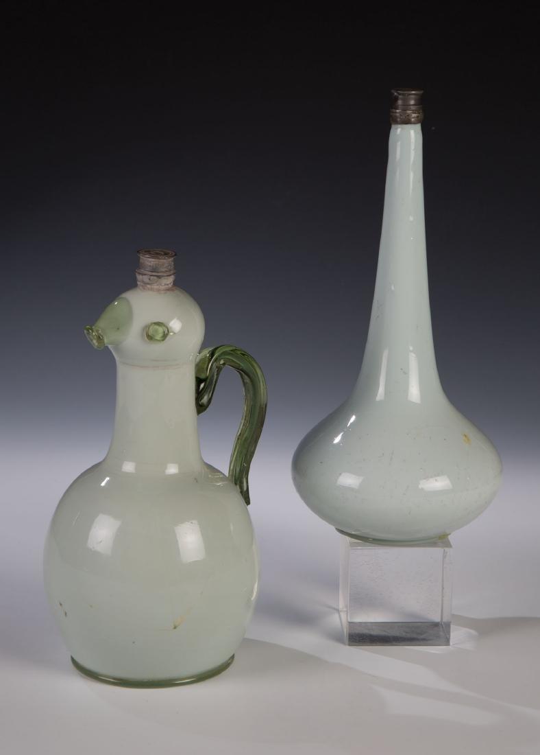 Zwei seltene Flaschen mit Zinnschraubverschluss