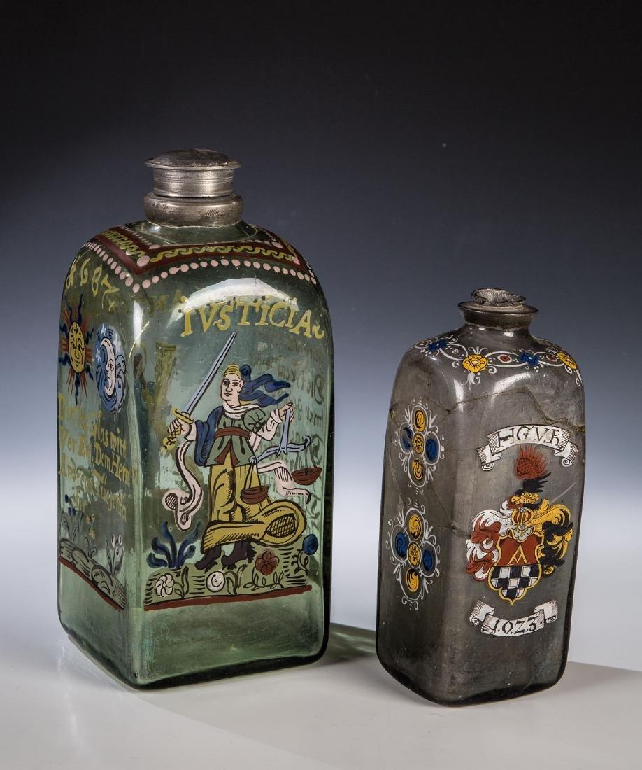 Zwei Flaschen mit Emailmalerei und Zinnmontierung