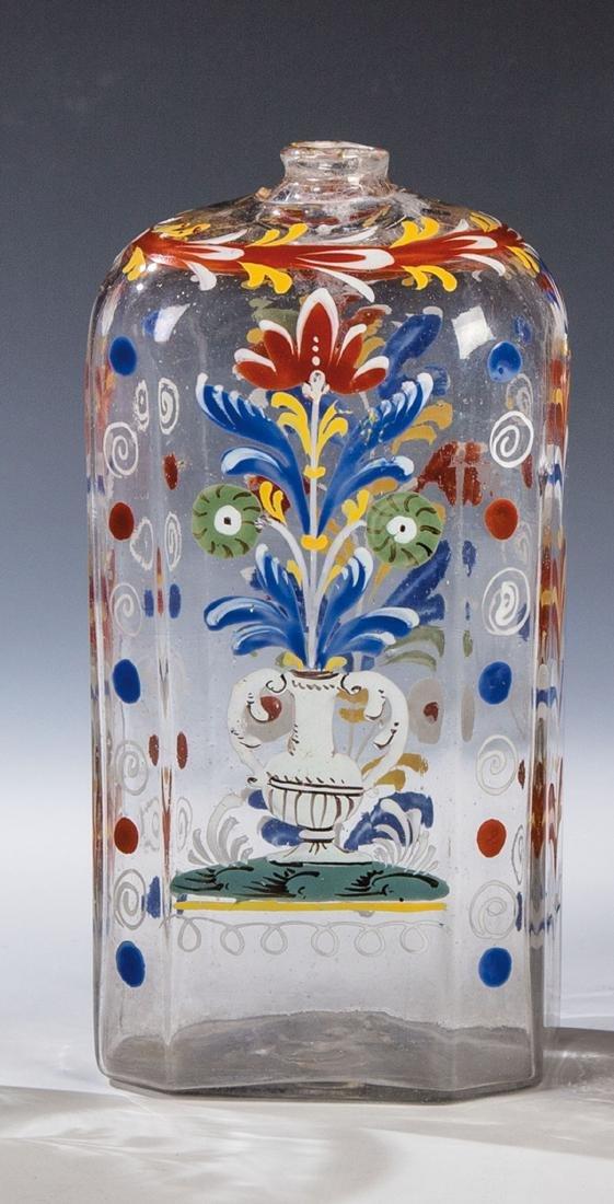 Schnapsflasche mit Blumenvase