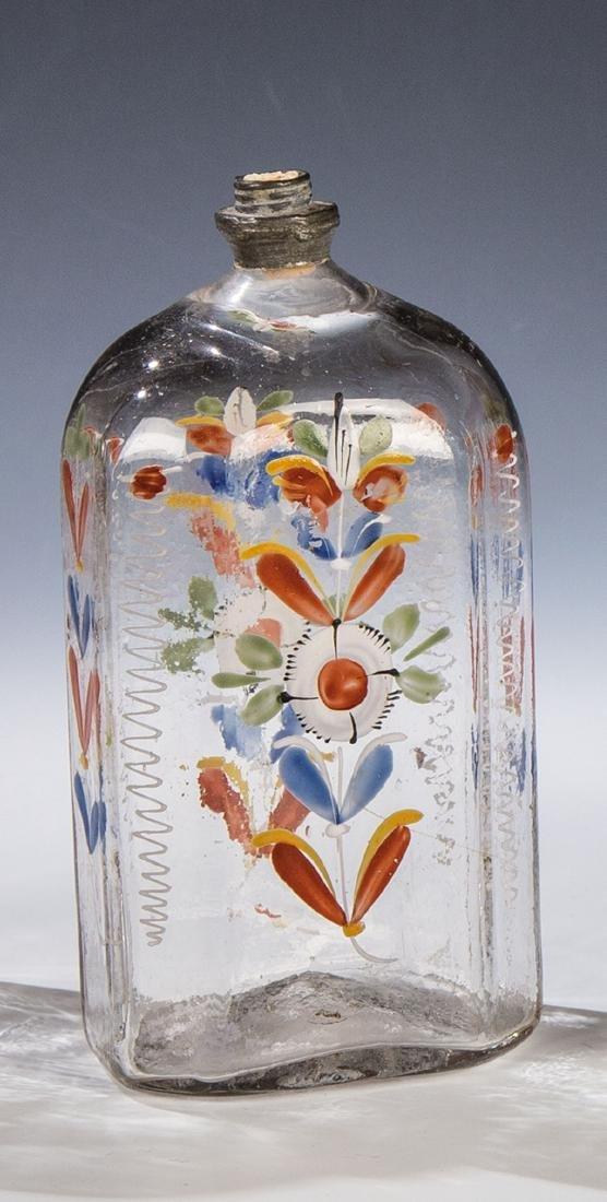 Schnapsflasche mit Floraldekor