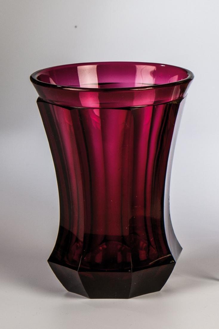 Becher aus Goldrubin-Glas