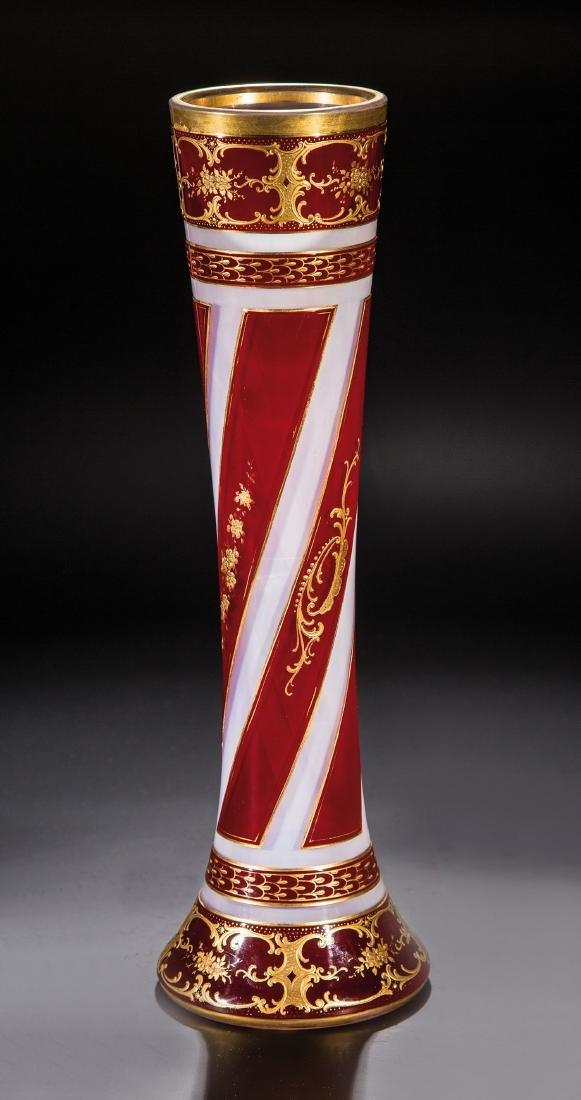Seltene Vase aus Opalglas