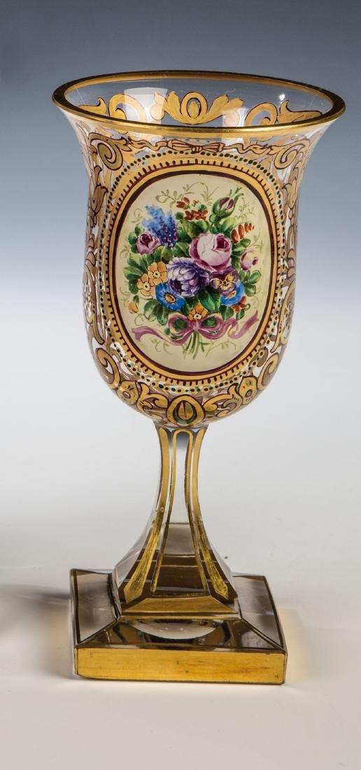 Pokal mit Floraldekor