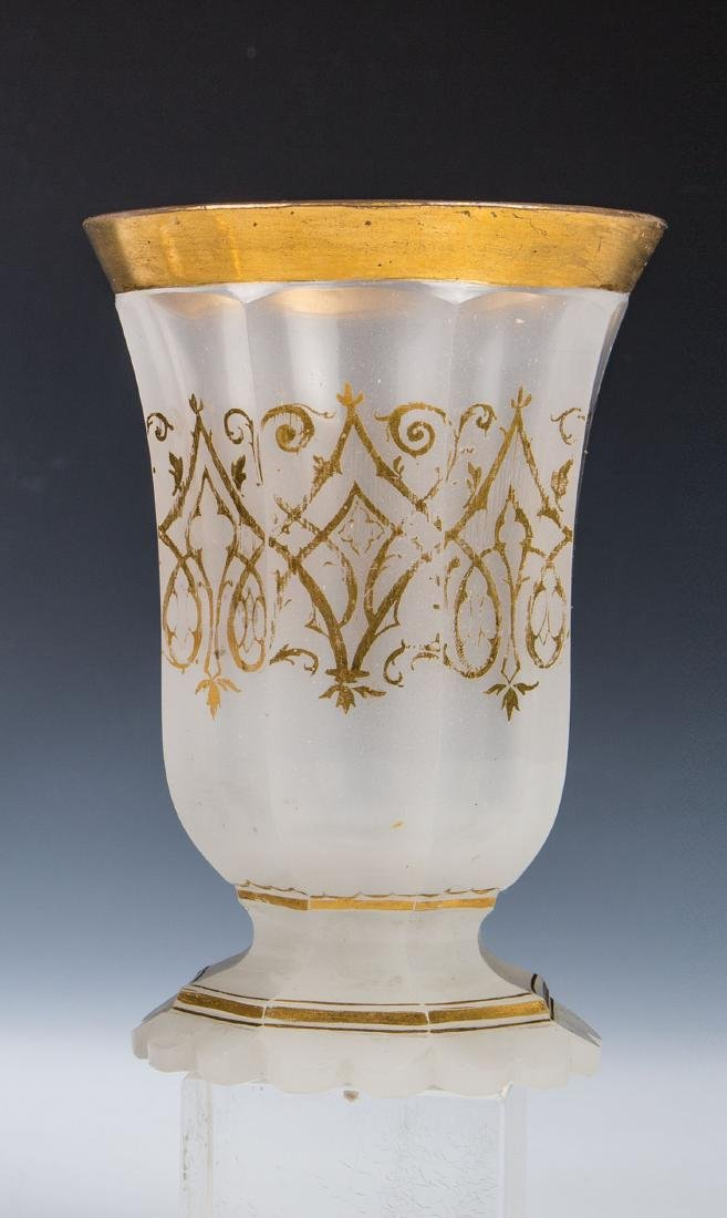 Fußbecher aus Alabasterglas