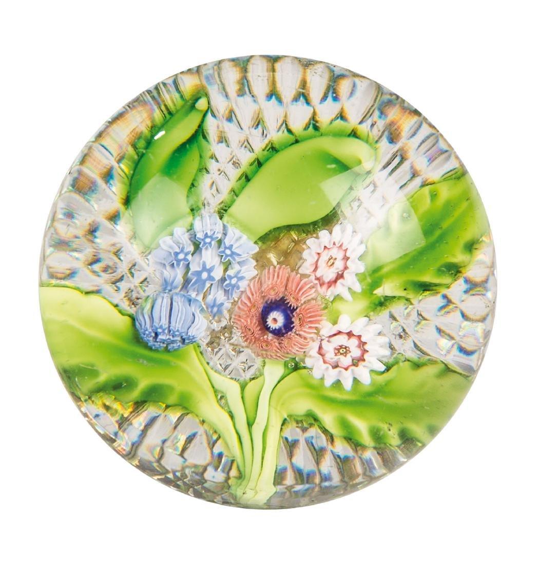 Briefbeschwerer mit Blumenstrauß