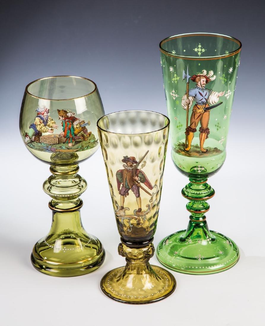 Römer und zwei Pokale