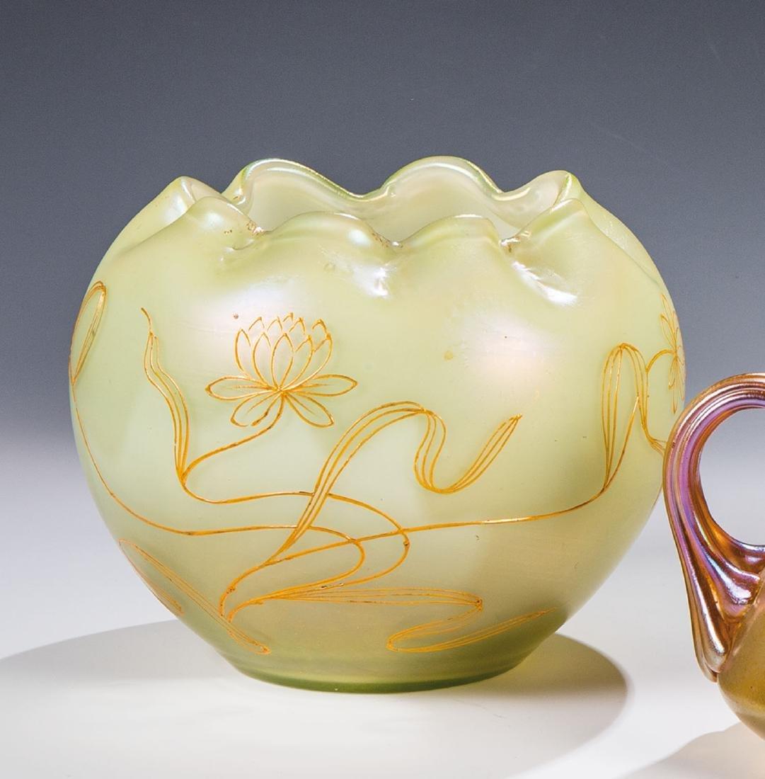 Vase mit Lotus