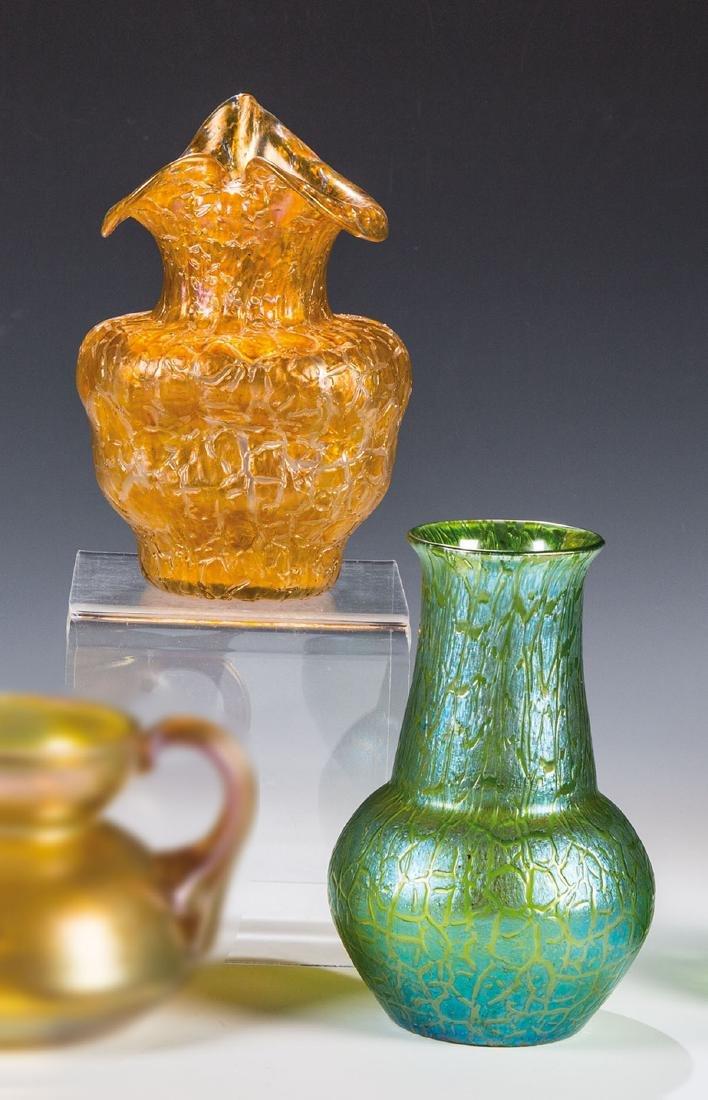 Zwei Vasen ''Orange Astglas'' und ''Creta Martelé