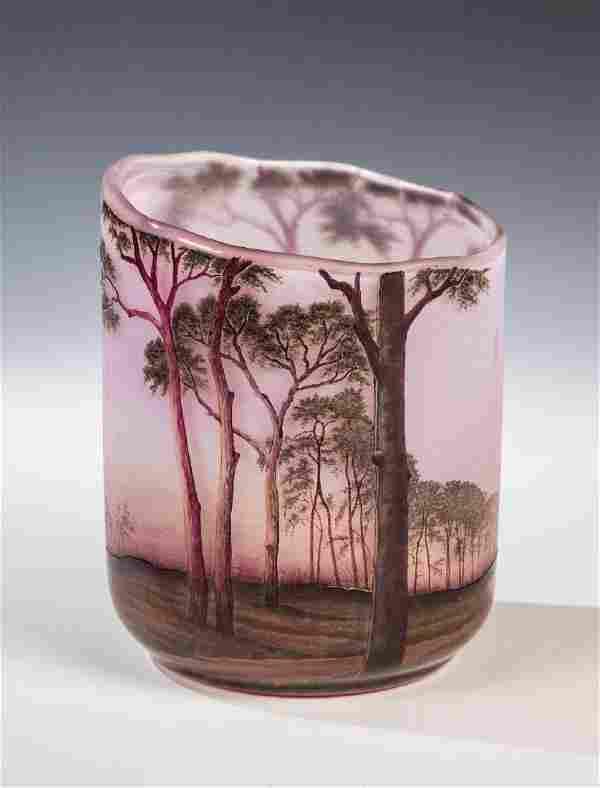 Vase mit Baumlandschaft