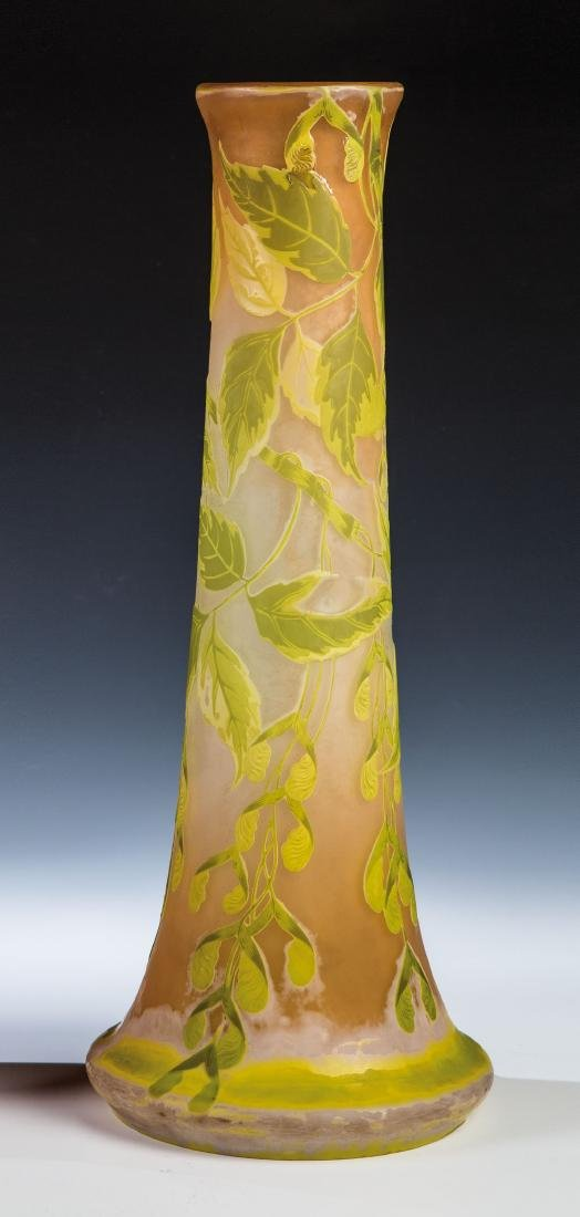 Große Vase mit Ahorn