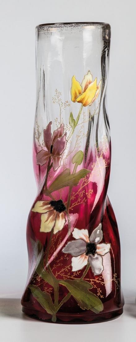 Vase mit Blütenzweig