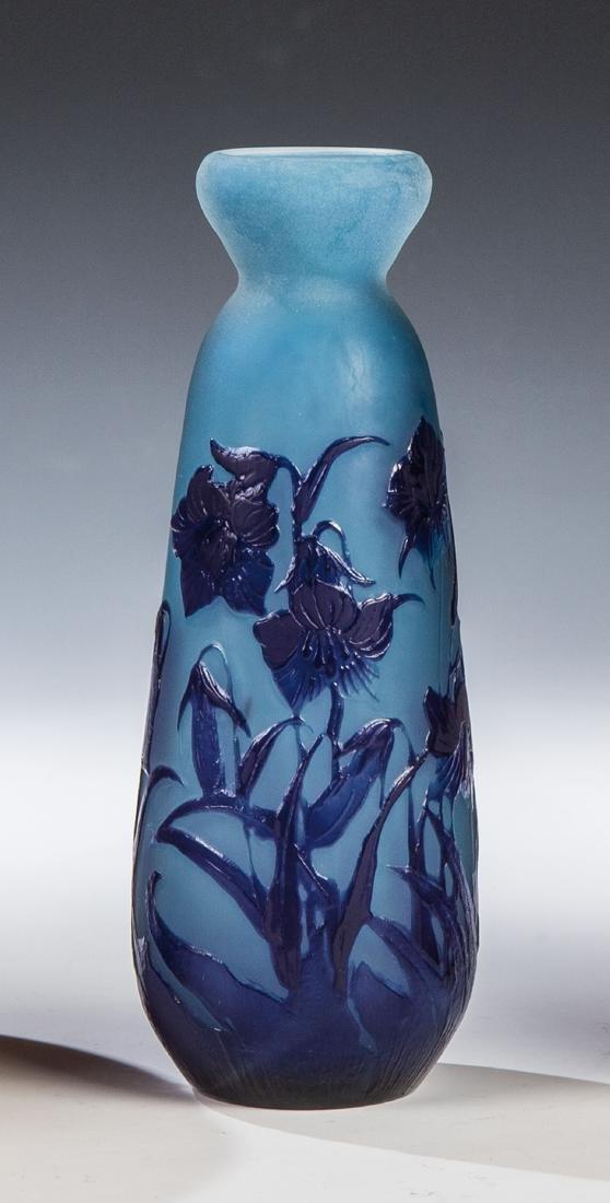 Vase mit Glockenblumen