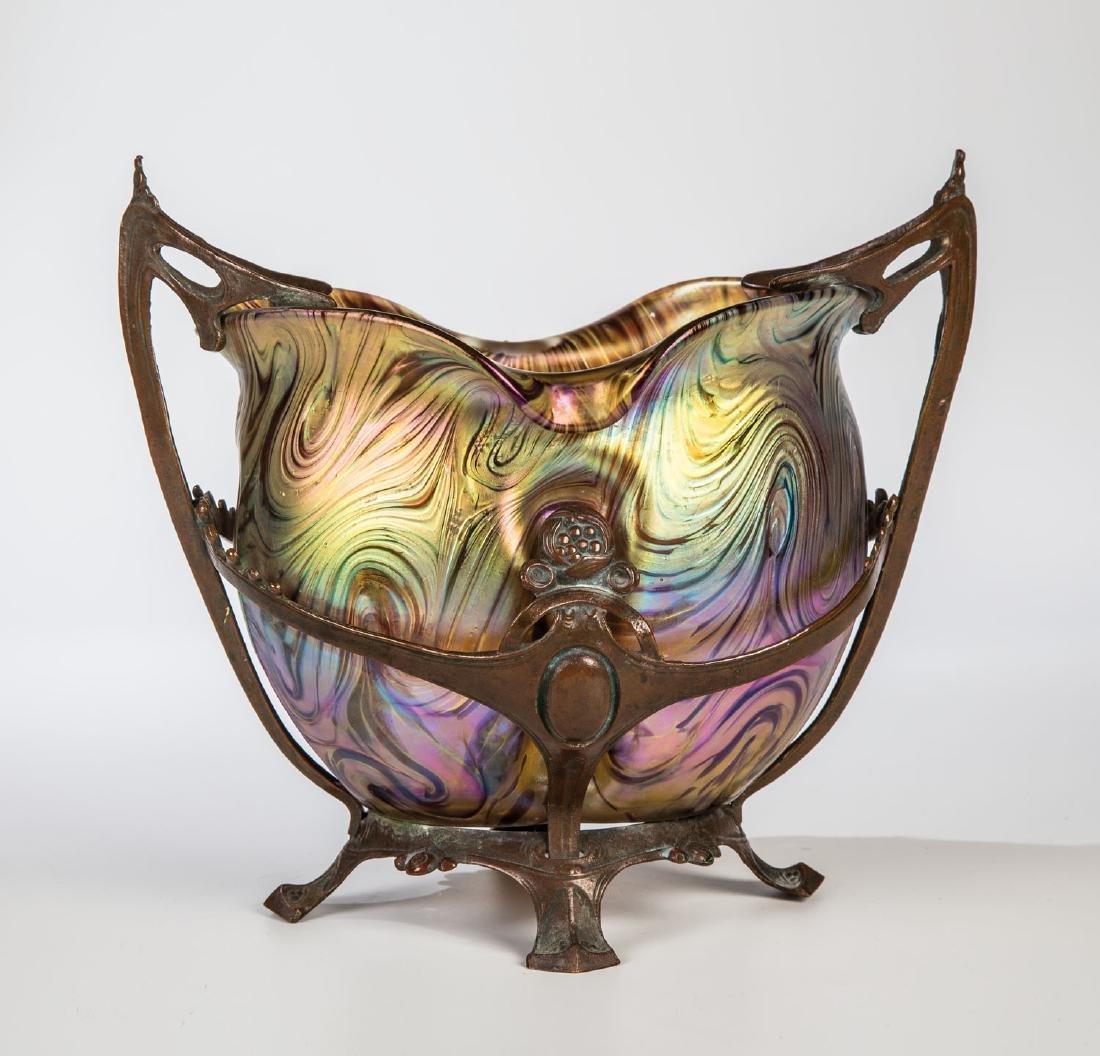 Vase mit Metallmontierung