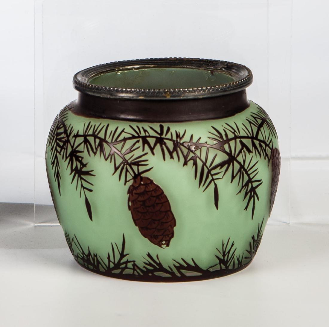 Kleine Vase mit Tannenzweig