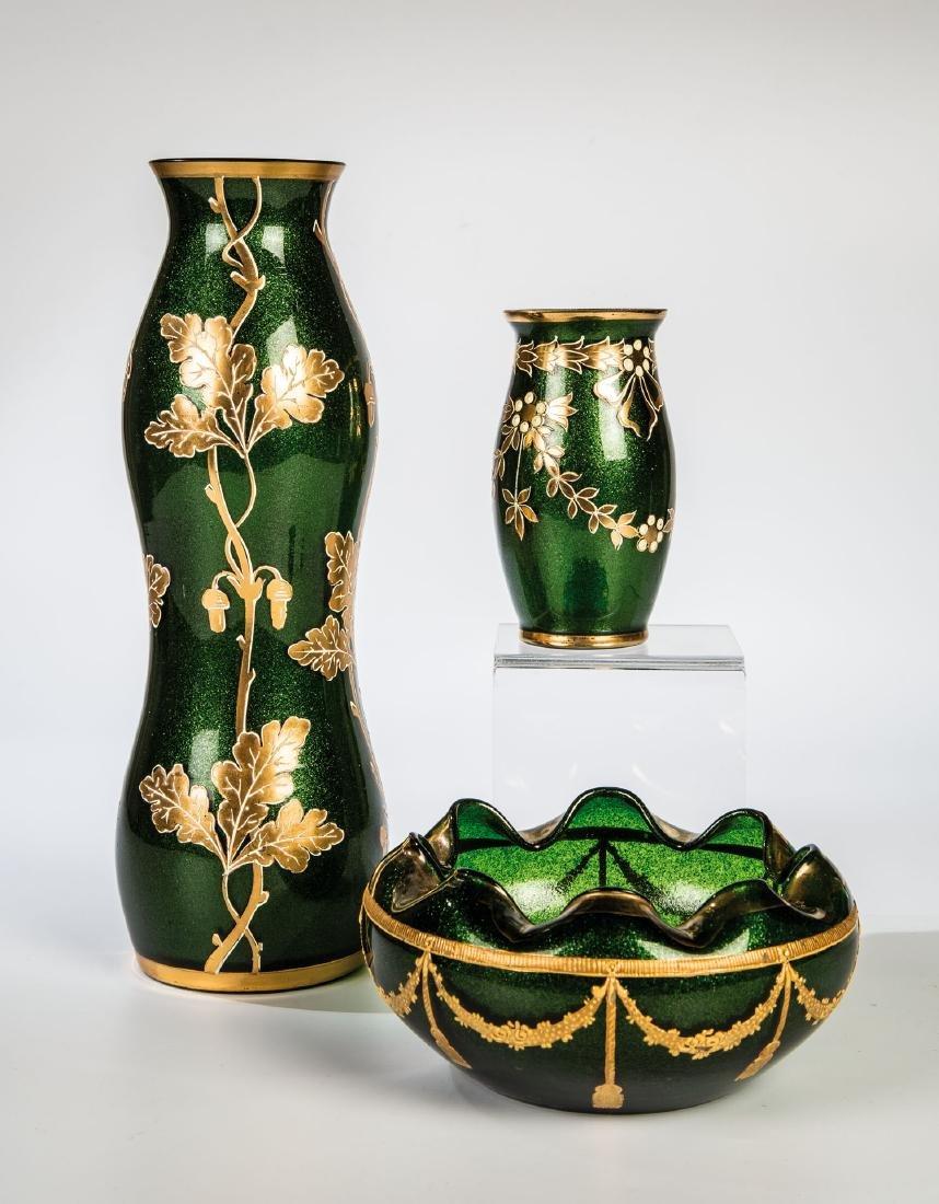 Schale und zwei Vasen