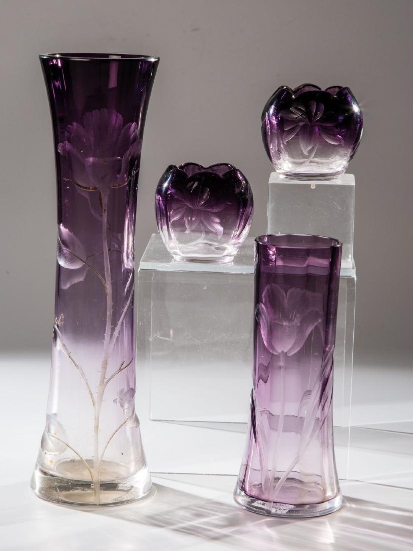 Vier Vasen mit Rosen und Tulpen