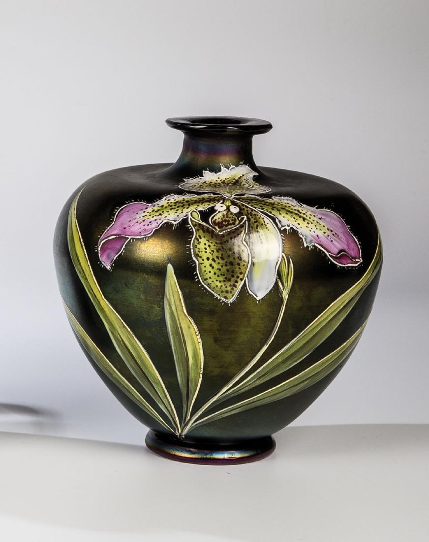 Vase mit Frauenschuh