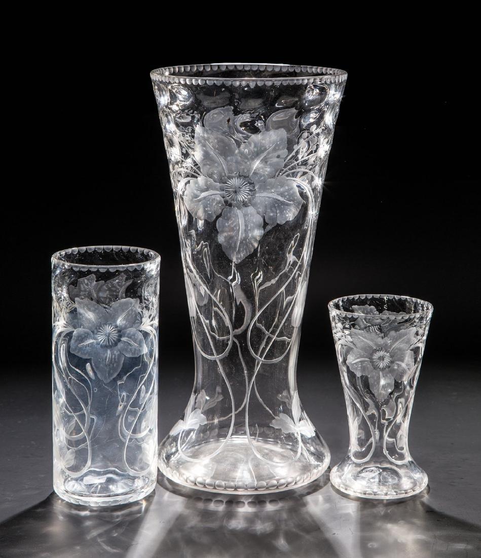Drei Vasen mit Clematis