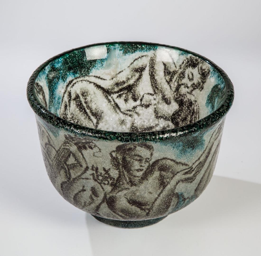 Vase mit Akten