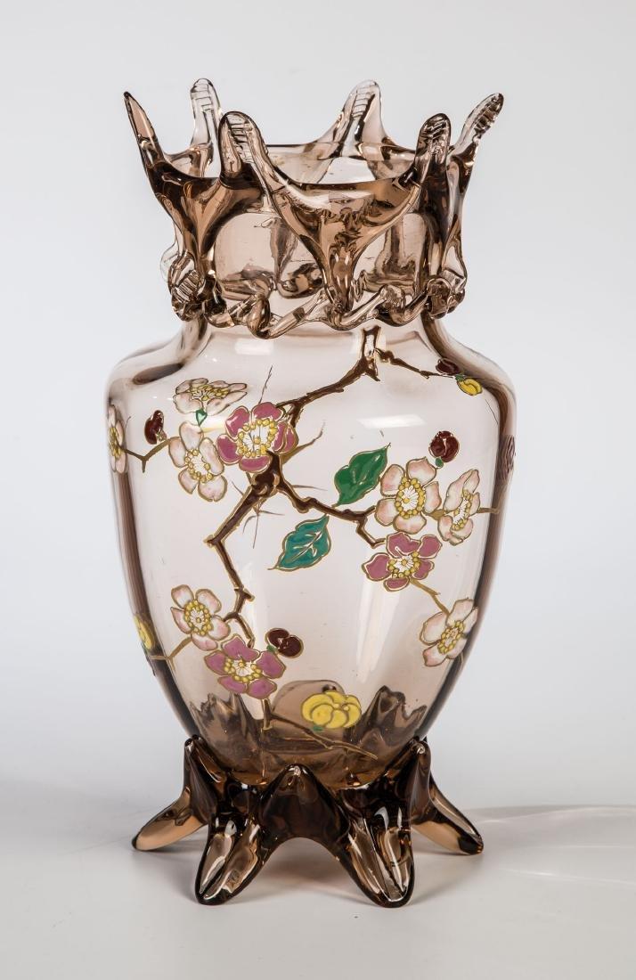 Vase mit Kirschzweig