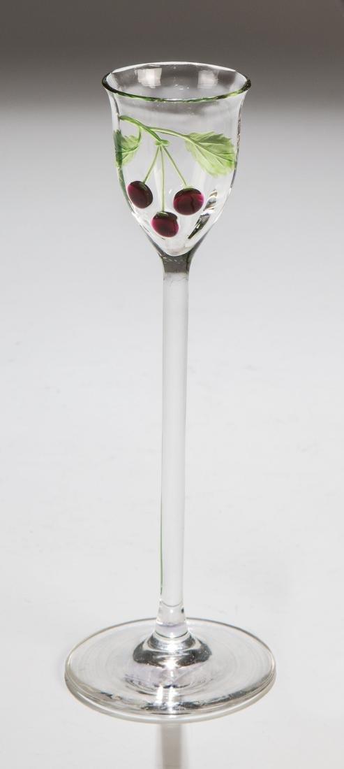 Likörglas mit Kirschzweig