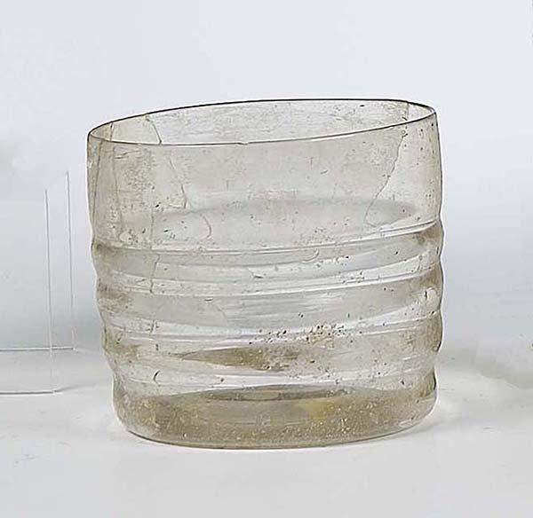8: Becher Bodenfund Dutch Glass Beaker Attic Find