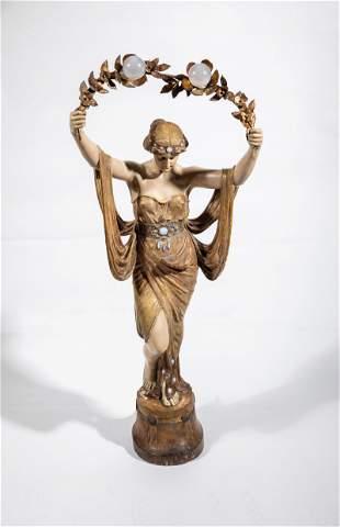 M�dchenhalbakt mit Bl�tenkranz (Lampe)