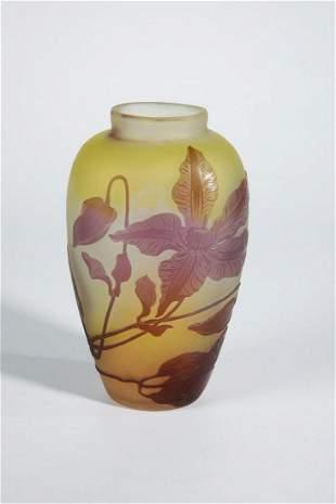 Vase mit Clematis