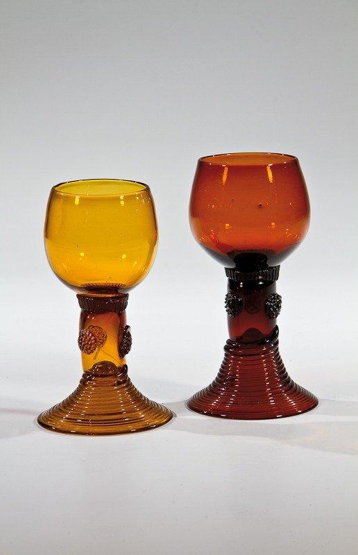 11: Zwei Römer aus braunem Glas Deutsch, um 1800 Hell-