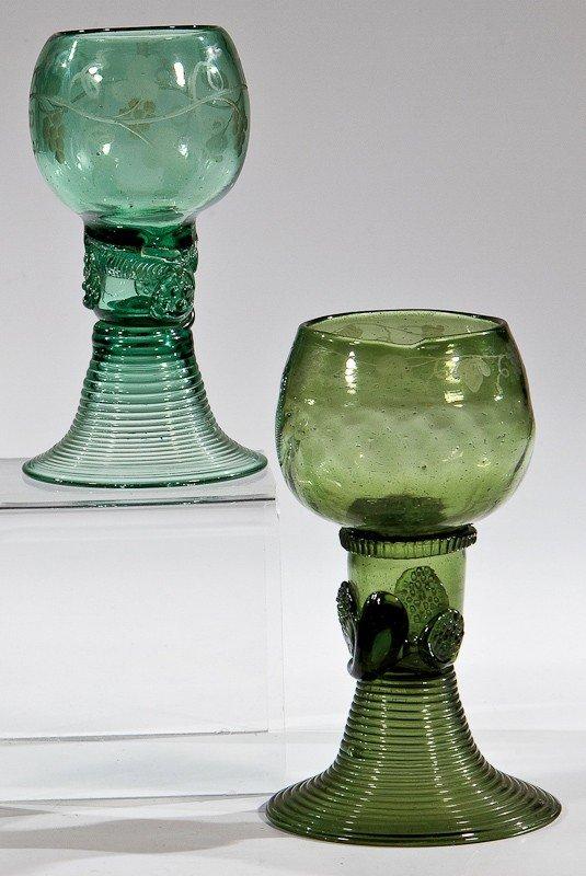 13: Zwei Römer Deutsch, E. 18. Jh. Grünes Glas mit Abri