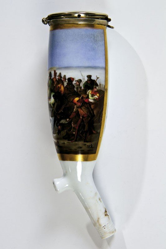 11: A porcelain pipe bowl showing the Battle of Berezin