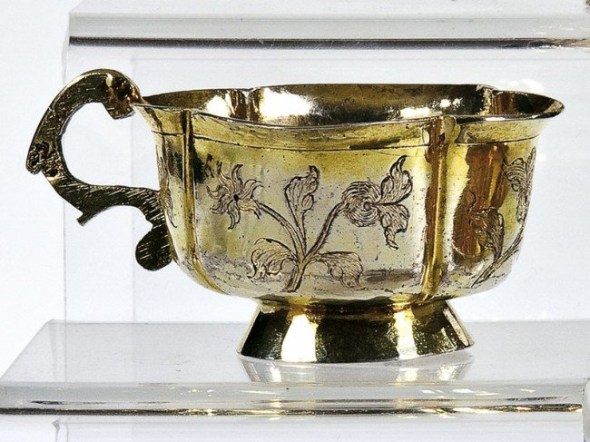 16: A silver-gilt charka. The quadrofoil cup engraved w