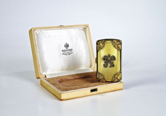 364: A silver-gilt and guilloché enamel card-holder. Th