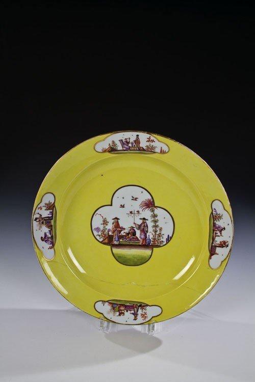10: Große Zierplatte mit Chinoiserie