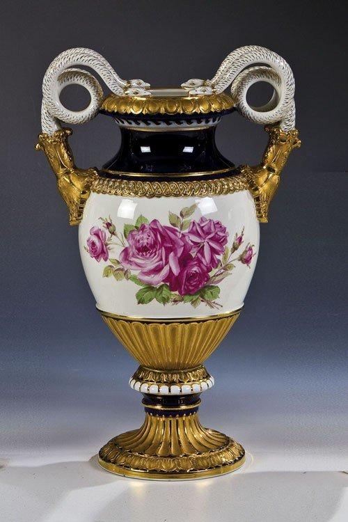 15: Vase mit Schlangenhenkel