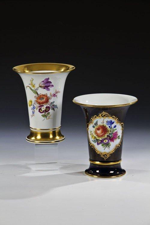 23: Zwei Vasen