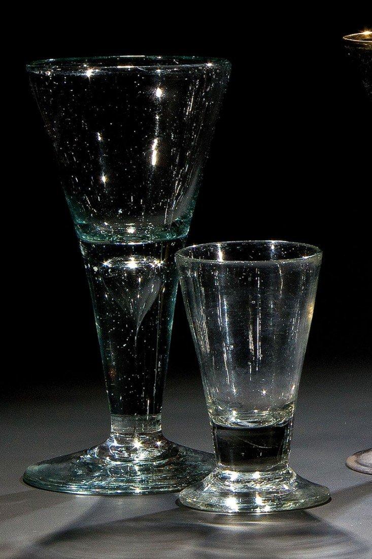 14: Schnapsglas und Spitzkelch