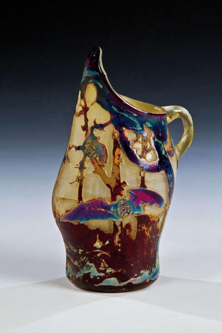 1015: Seltene Zierhenkelvase mit Fledermaus