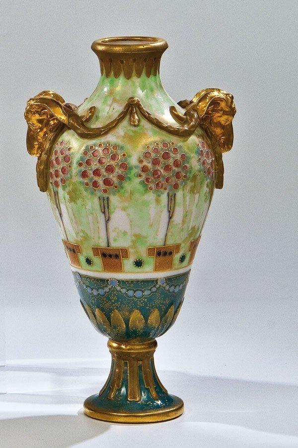 117: Vase mit Widderköpfen