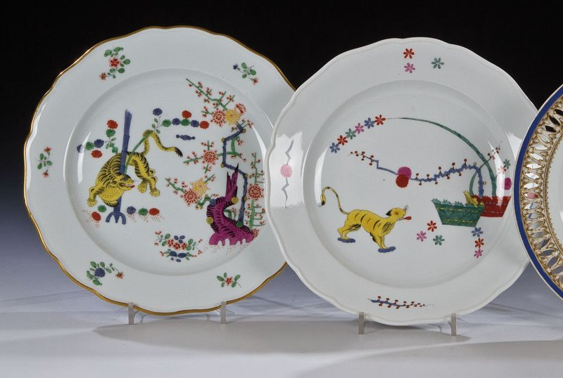 Zwei Teller mit ''Gelbem Löwen'' bzw. ''Gelbem Hund''