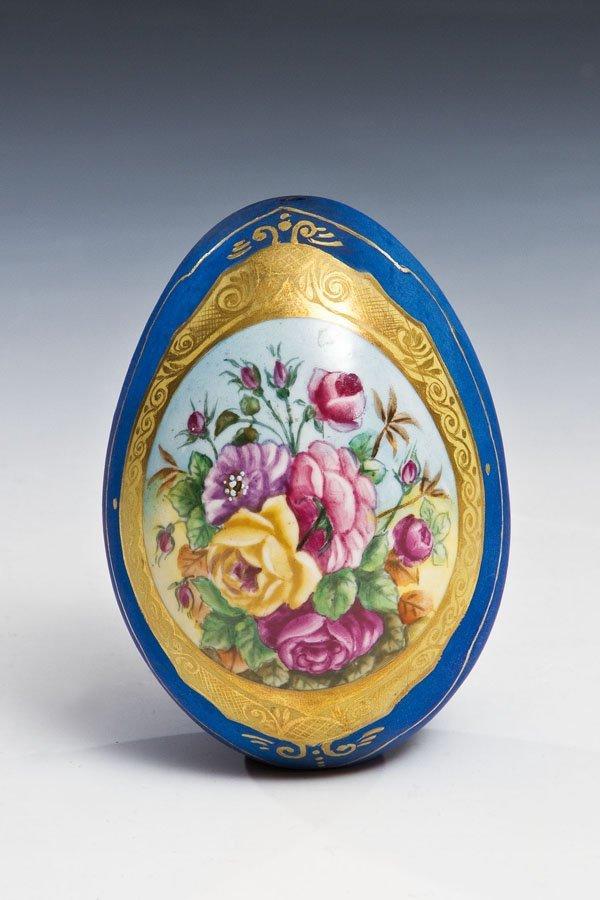 Osterei mit Blumenbukett