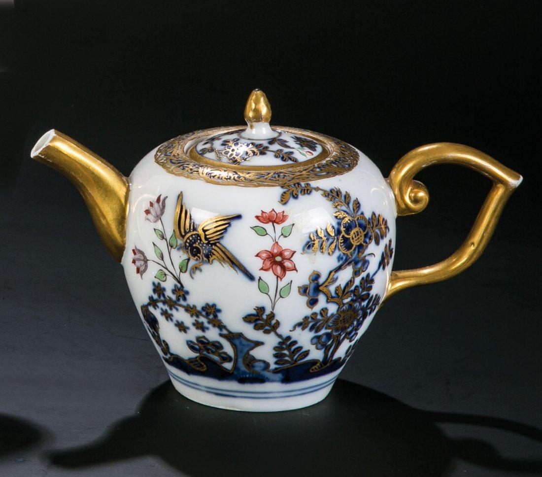 Teekännchen mit Fels- und Vogeldekor
