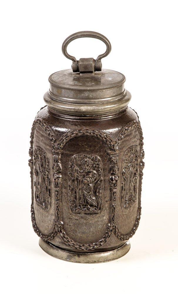 Bedeutende Schraubflasche mit Aposteldarstellungen